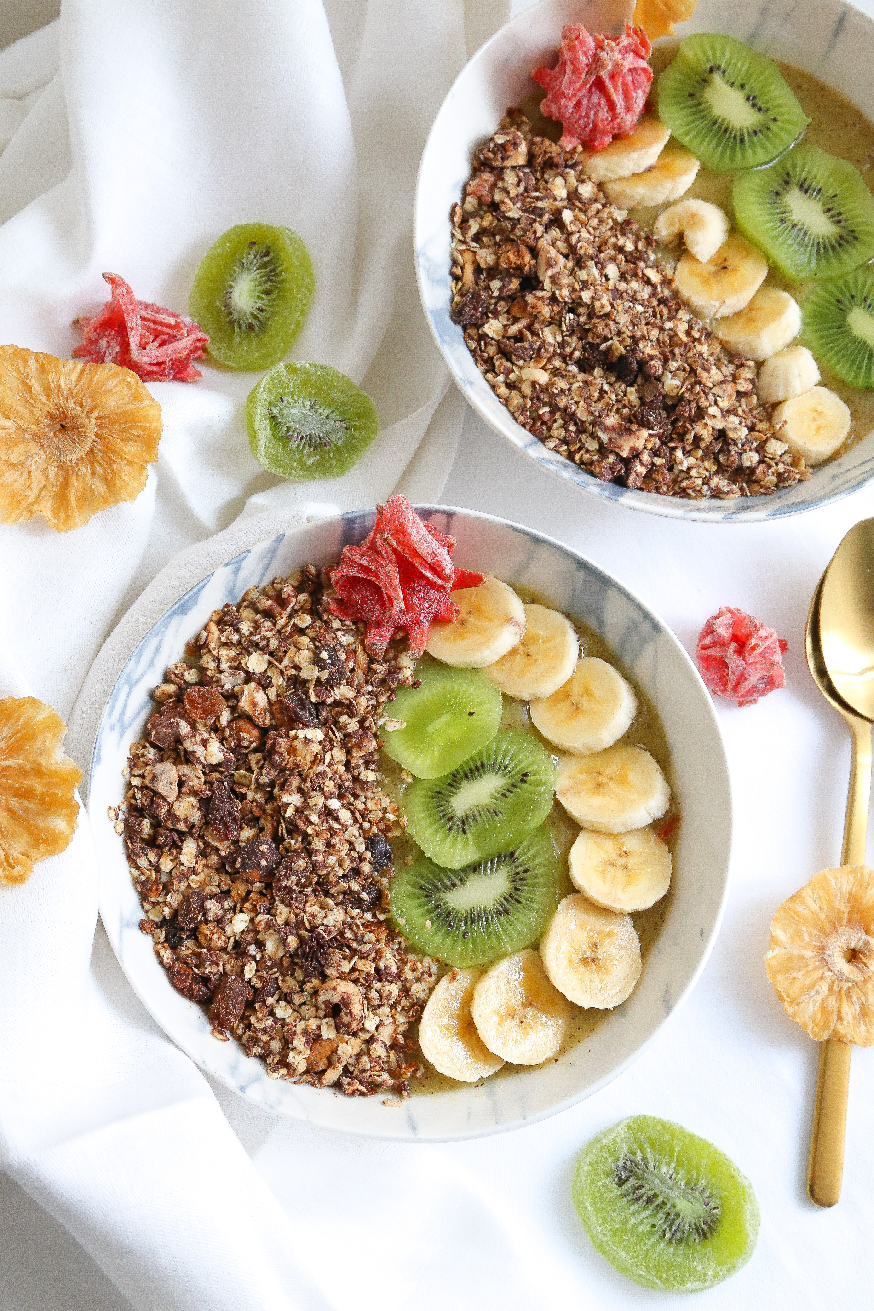 Smoothie bowl au kiwi et granola
